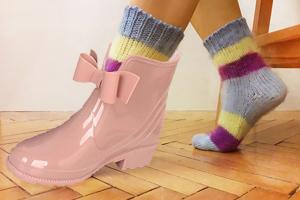 Резиновые сапоги с шерстяными носками